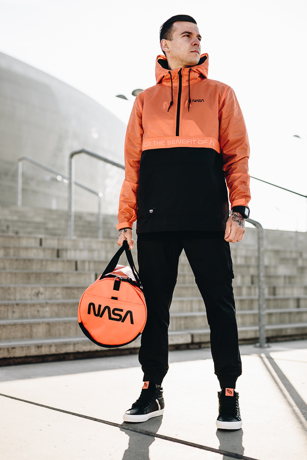 vans-nasa-space-voyager