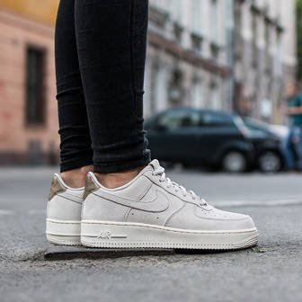 Buty damskie sneakersy Nike Air Force 1 '07 Premium Suede 818595 001
