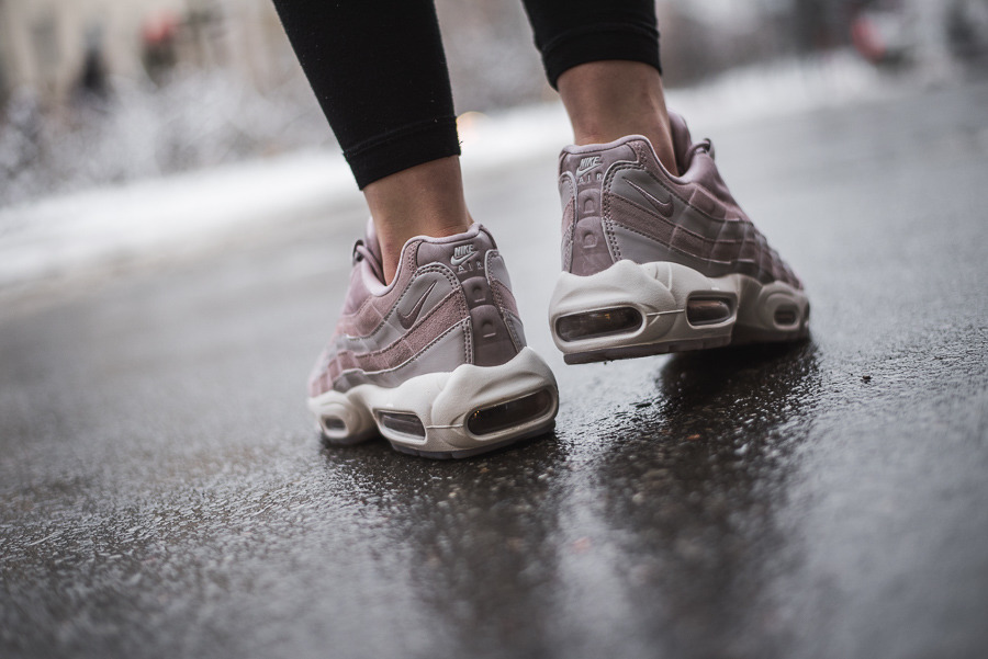 wholesale dealer e598d 5c7c3 ... Buty damskie sneakersy Nike Air Max 95 LX AA1103 600 ...