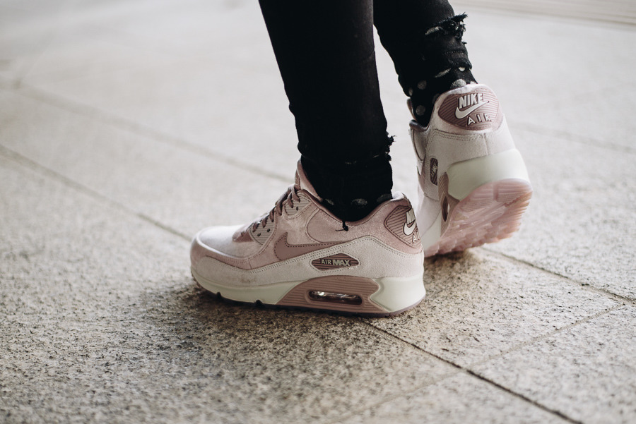 Buty damskie sneakersy Nike Wmns Air Max 90 Lx 898512 600