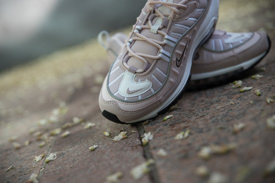 "Buty damskie sneakersy Nike Air Max 98 ""Barely Rose"" AH6799 600"